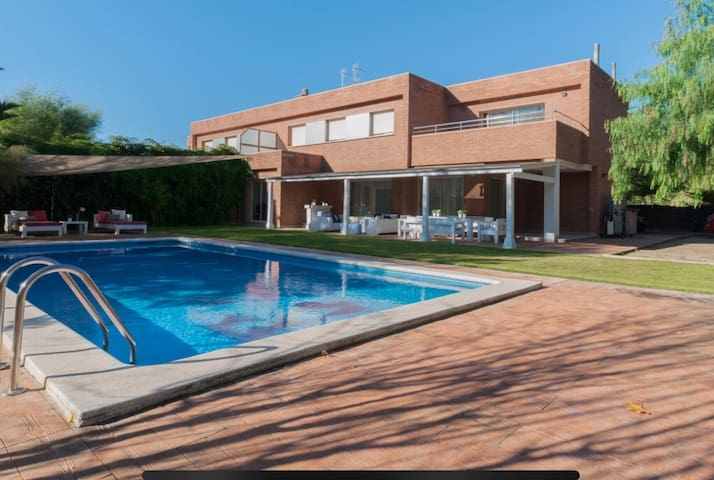 House in Sitges close to the sea and golf club