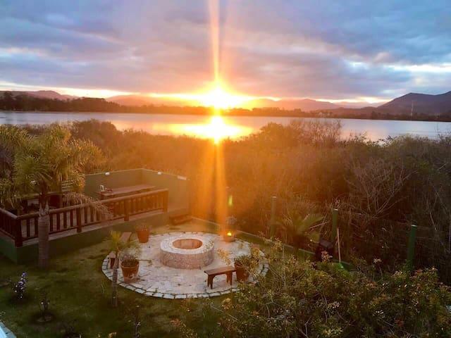 BOSSA NOVA -Ibiraquera/Rosa  conforto e natureza