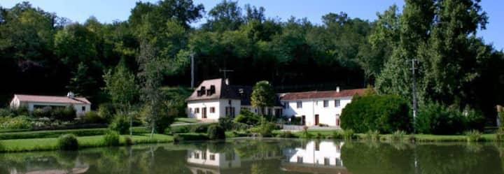 Gite paisible au cœur du Périgord avec piscine
