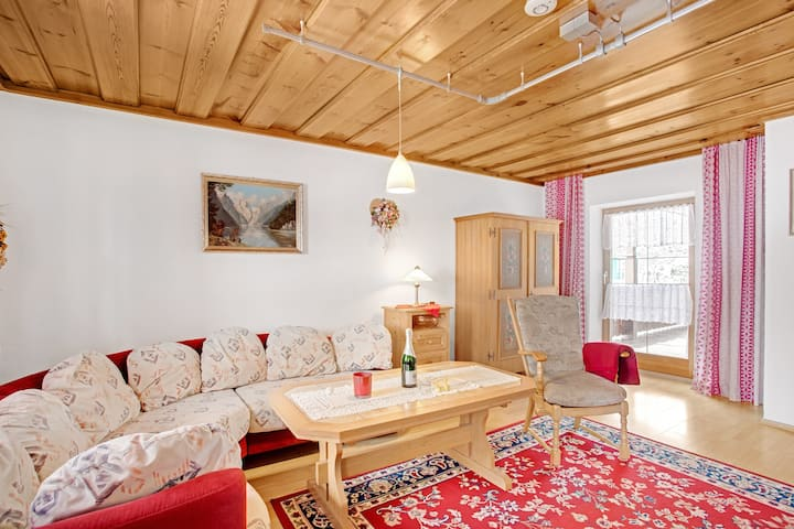 Cosy Apartment König with Balcony, WLAN, Garden & Mountain View; Parking Available, Pets Allowed