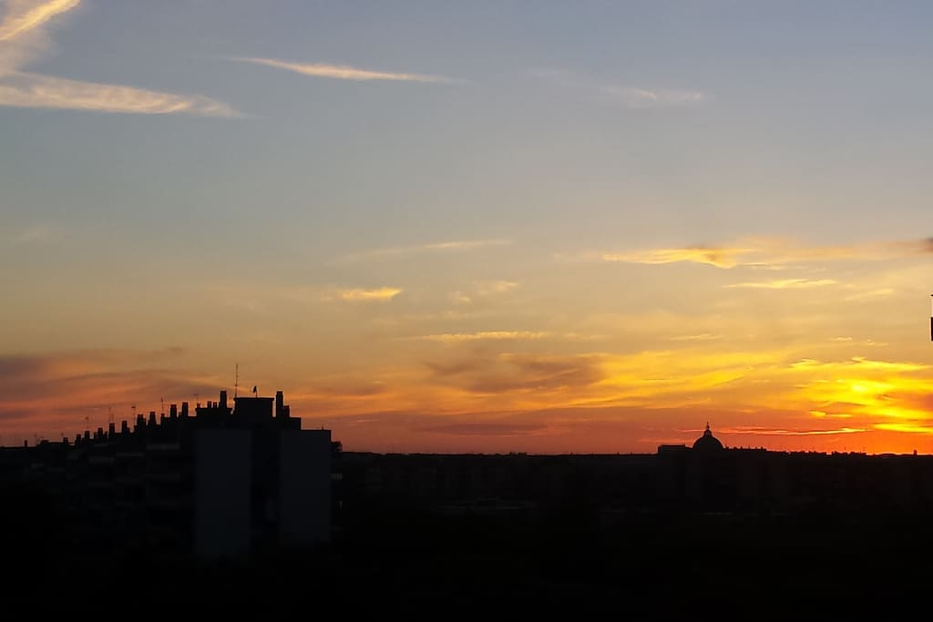 Tramonto romano dal terrazzino di casa/Sunset from small home's terrace
