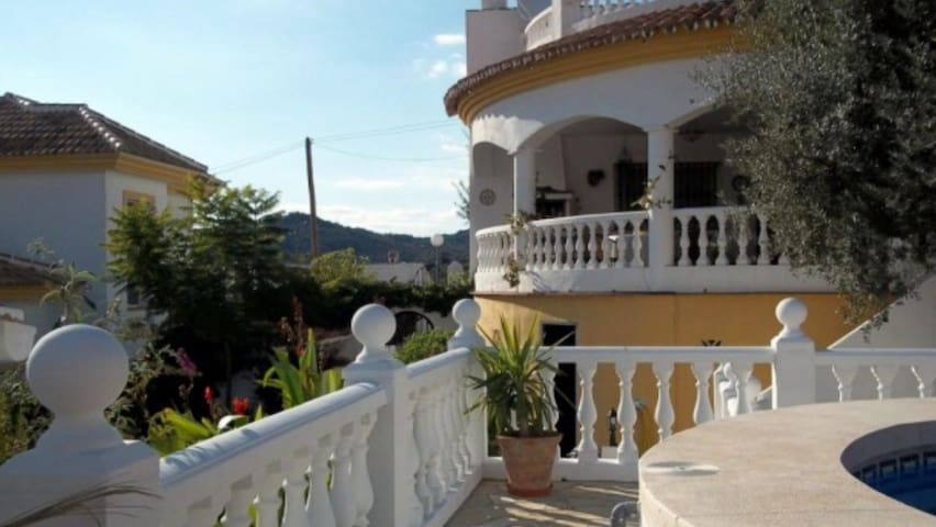 Pretty 2 bed villa, Mondron