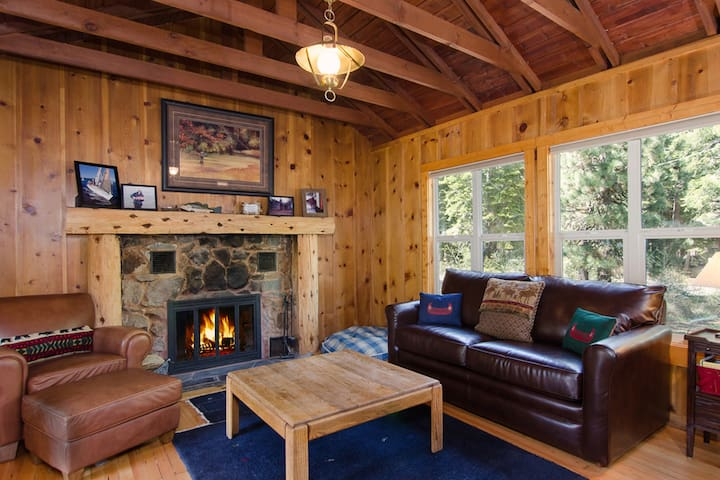 Cabin Fever - 1 bed, 1 bath - great for couple!
