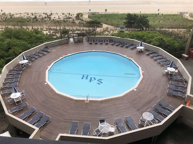 High Point South Oceanfront Condo, Sleeps 8, Pool, Free Wi-Fi