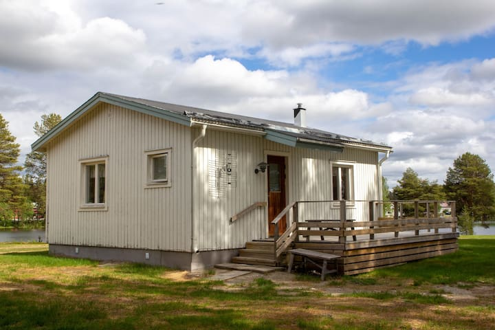 The white stuga at the Vindelälven