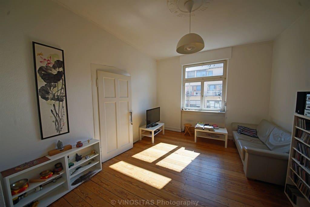 Wohnzimmer mit zusätzlicher Schlafcouch, TV