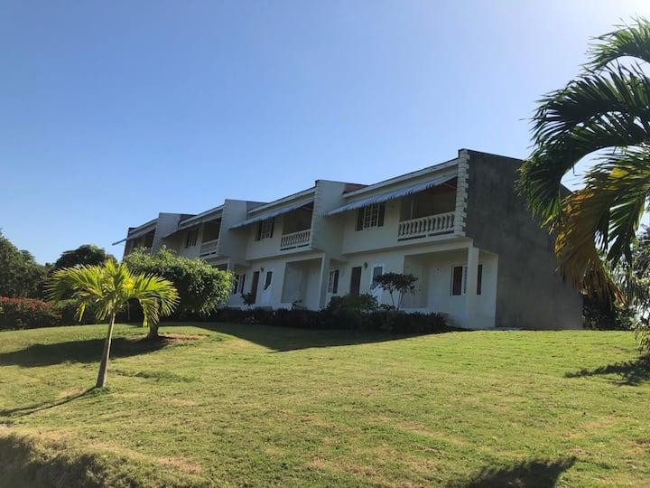 Weslore Apartments Private 10 Acre Estate