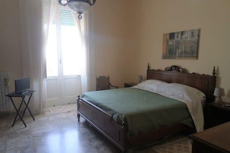 Dioniso B&B ~ nel centro di Brindisi (room n° 23)
