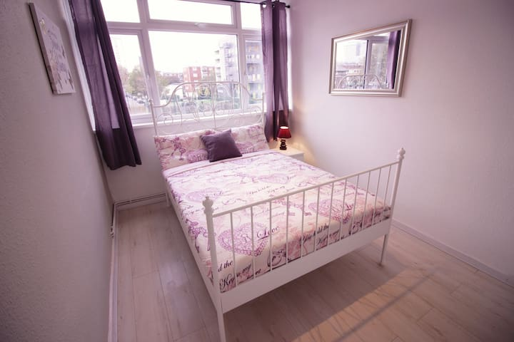 (HAL-B)PRIVATE ROOM FOR 2 NEAR TOWER BRIDGE