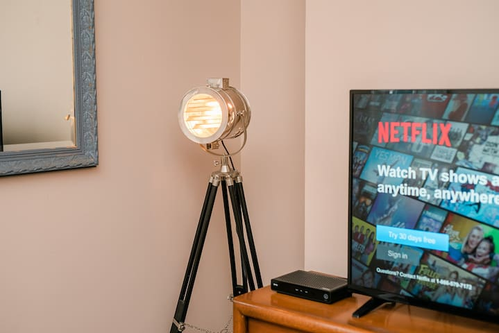 ★Netflix in All Rooms!★ | Parking + Location