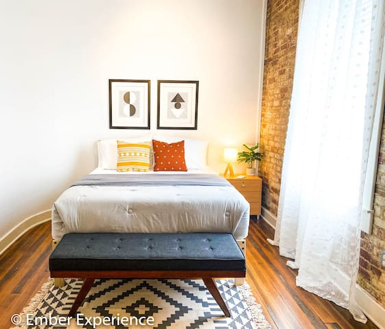 The Good Vibes Suite **NEW** Downtown Loft Living