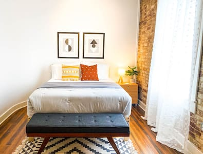 The Good Vibes Suite ★NEW★ Downtown Loft Living