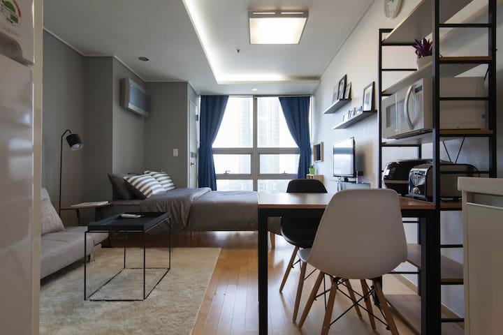 Urban & Chic Studio in Seoul (Hongdae)