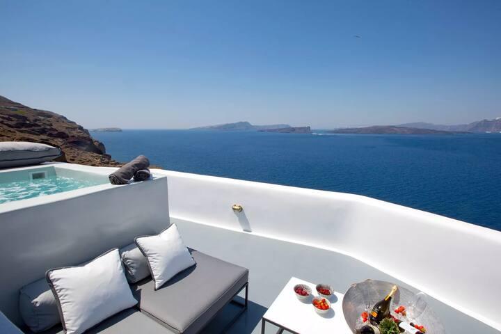 Exquisite Traditional Villa | Outdoor Jacuzzi