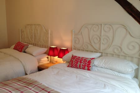 Maison sur la colline bed and breakfast