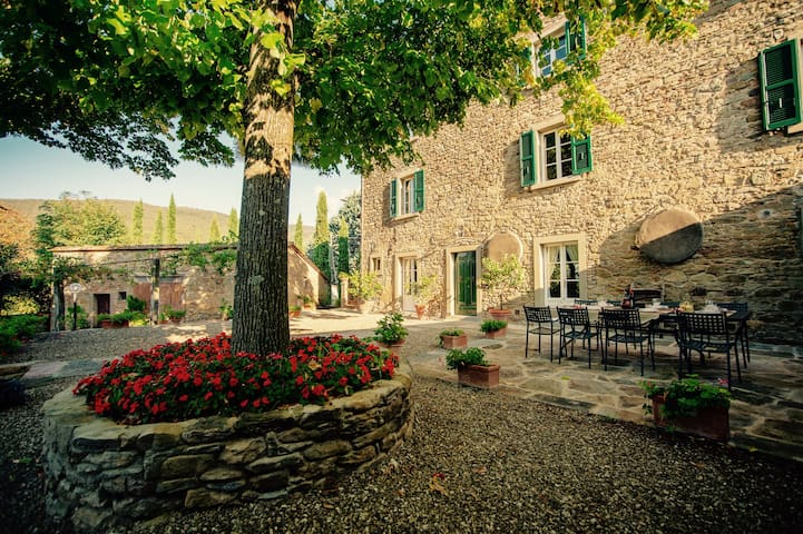 Tuscan old Villa, nice and quite  neighborhood - Cortona - Villa