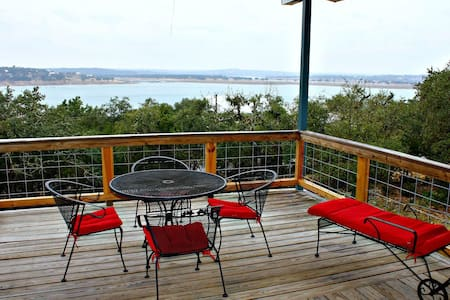 LakePoint Lookout- Your Private Getaway with Sweeping Lake Views - Canyon Lake - House