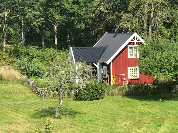 Lovely Cottage nearby lake Åsnen south Sweden