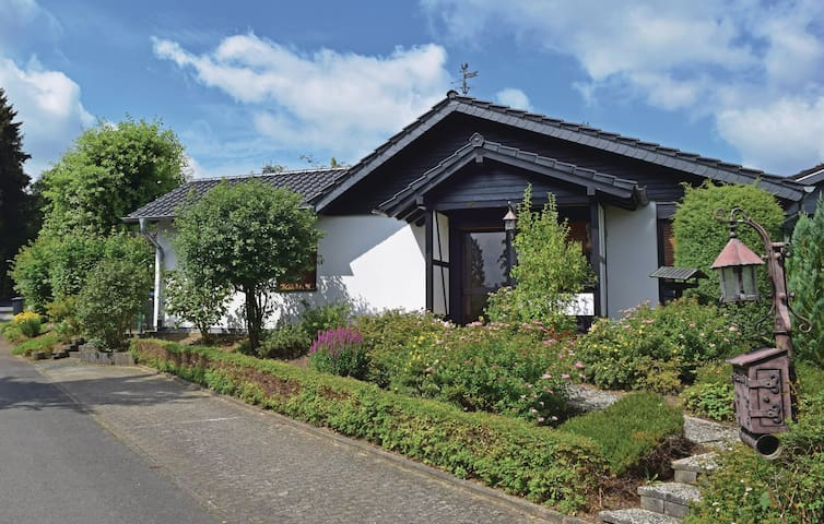 Semi-Detached with 2 bedrooms on 95 m² in Gerolstein-Hinterh.