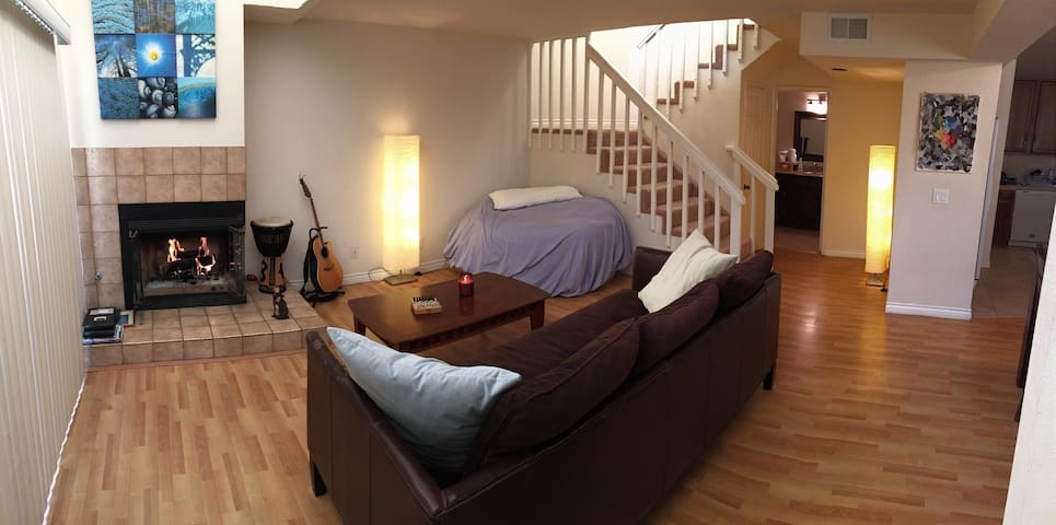 Townhouse for Couples and Business Travelers