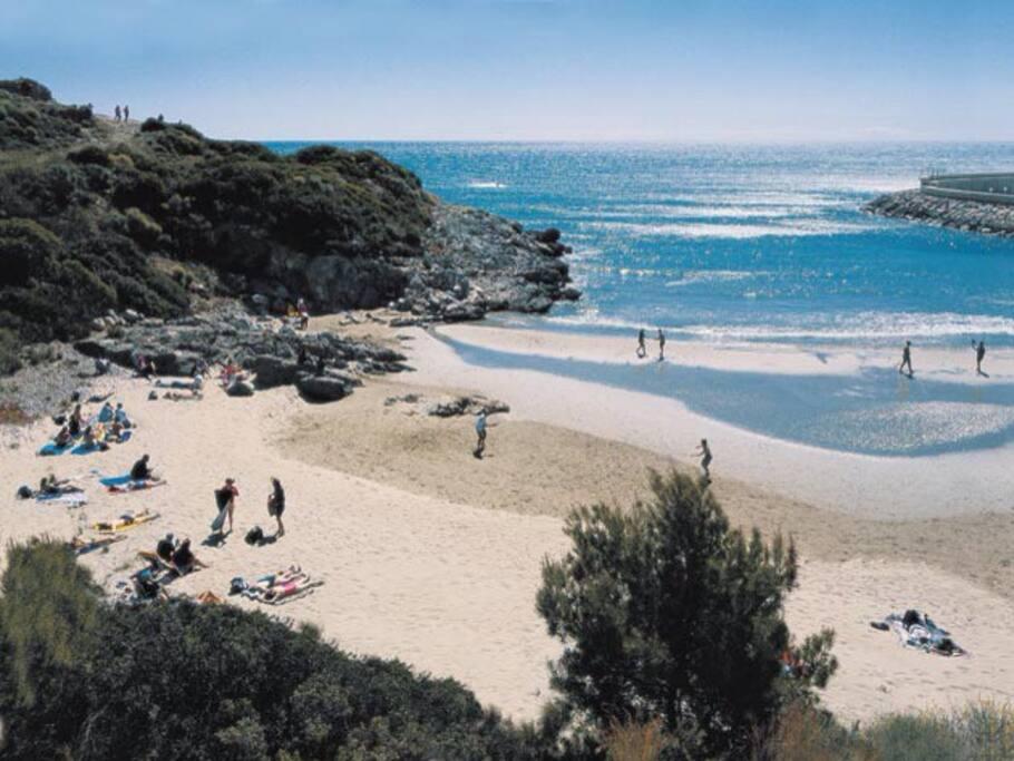 Una de las caletas de la Playa de la Concha