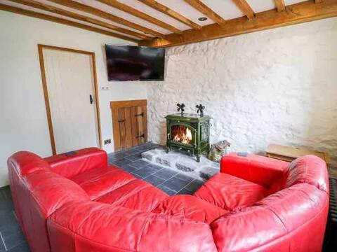Pandy ucha farmhouse- long & short stays available