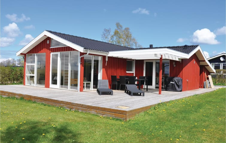 Holiday cottage with 2 bedrooms on 74 m² in Egernsund