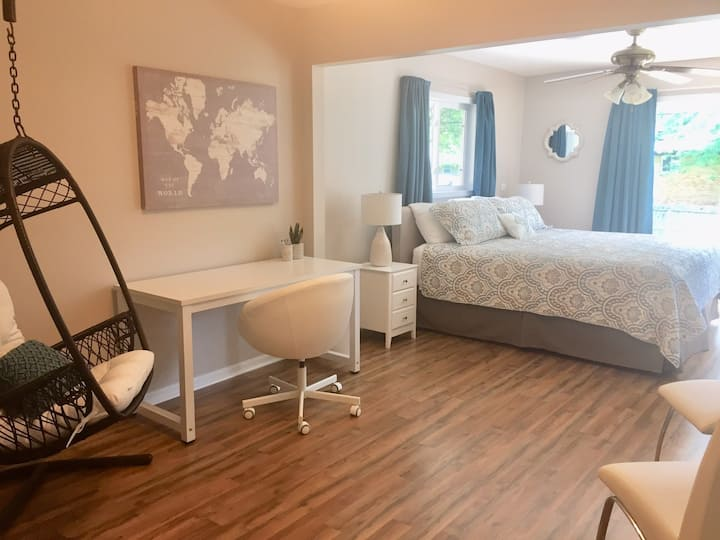 Clean and comfortable with beds for 6, walk to IMS