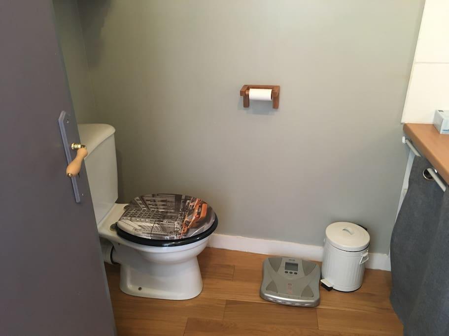 Salle d'eau : wc, double vasque,douche