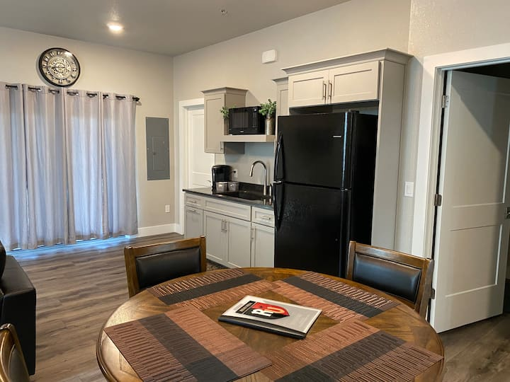 Newly Built Beautiful Suite 1 mi from Road America