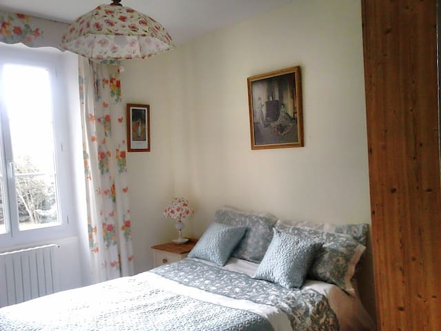 Comfortable Double Bedroom - Saint-Vincent-la-Châtre - Bed & Breakfast