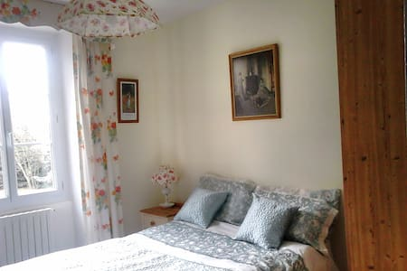Comfortable Double Bedroom - Saint-Vincent-la-Châtre