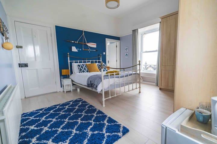 Large en-suite room with Panoramic sea view