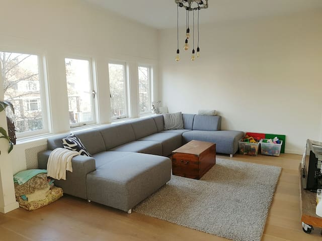 Light spacious 3bedroom family home - Voorburg - Apartemen