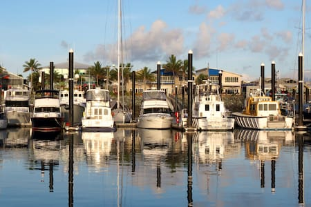 COSY house boat CABIN on the WATER - Mackay Harbour - Bateau