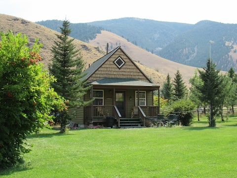 Greyhouse Inn Vacation Rentals, Trapper Cabin