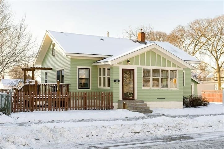 NEW! Charming Craftsman Bungalow - 1 King, 2 Queen