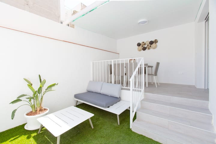 New ap. with Garden short walk to centre and beach