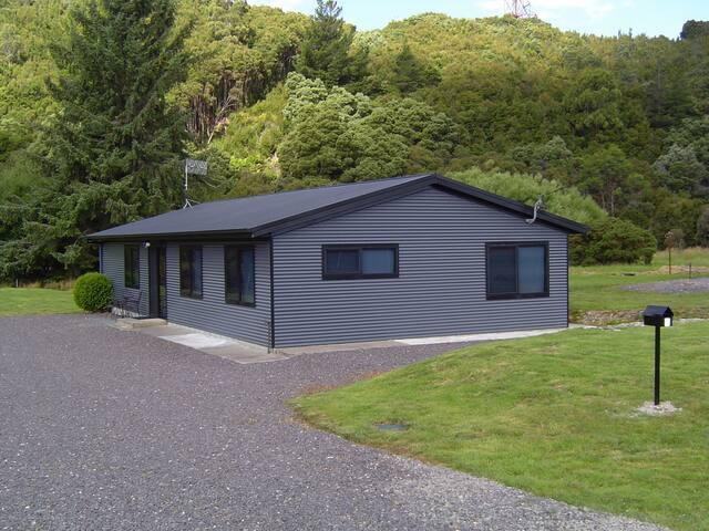 BLUE HOLIDAY HOUSE ZEEHAN WEST COAST TASMANIA