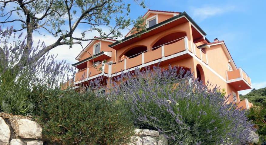 House Matija/ Apartment  Luka