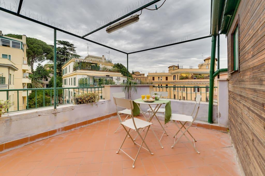 Apt spazioso con 3 camere piramide appartamenti in for Affitto uffici roma piramide