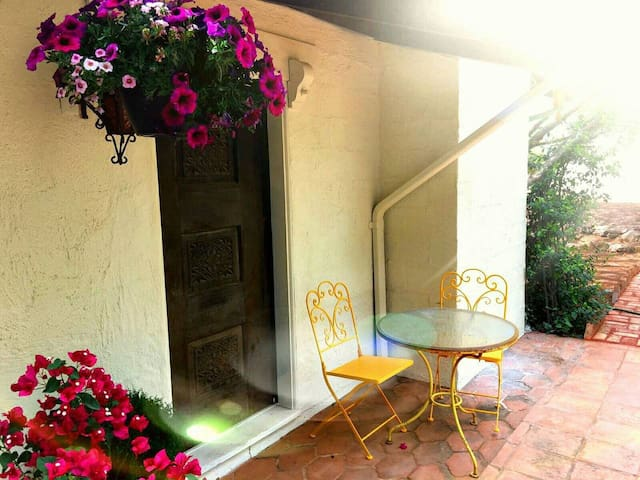 Charming Casita in Uptown - Walk to Everything! - Sedona - Guesthouse