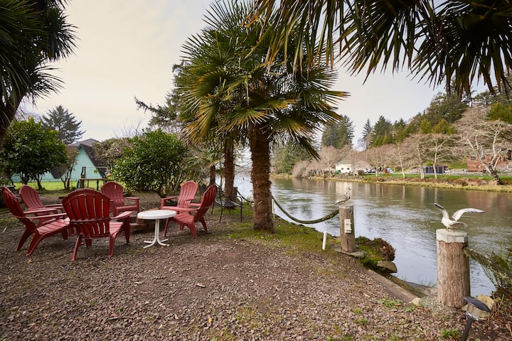 Quiet River front near Ocean WIFI/Hottub/Fire pit
