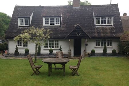 Double Room in  Country Cottage - Chrishall Nr Royston Herts - Haus