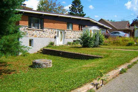 Luxurious Lakefront 4BDR House with Stunning View - Sainte-Agathe-des-Monts