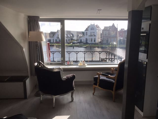 2 bedroom apartment with a view (near Schiphol)