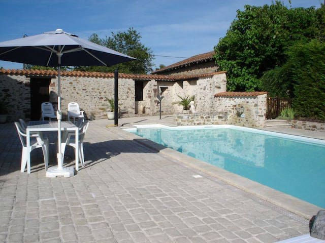 Character Cottage rural France with pool and gym - Le Lindois - House