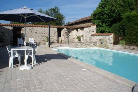 Character Cottage rural France with pool and gym - Le Lindois - Huis