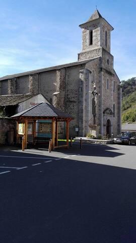 L'église de Vabre et le Kiosque d'informations
