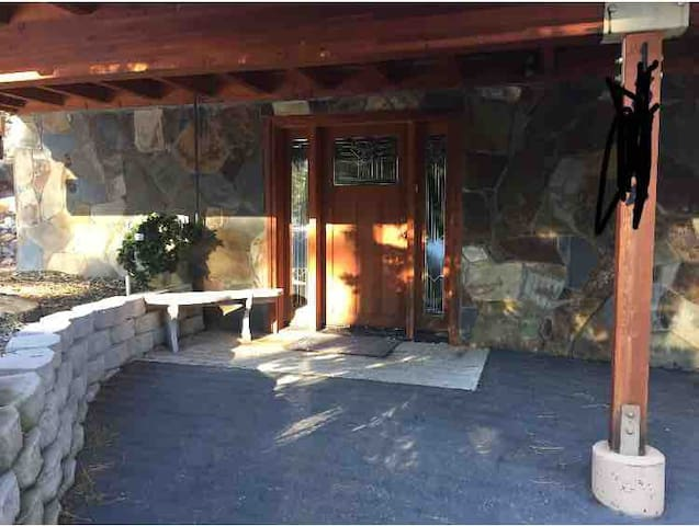 Clean cozy room steps from Donner Lake